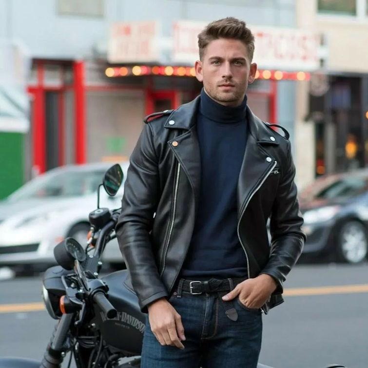 Мужчина в мото-куртке