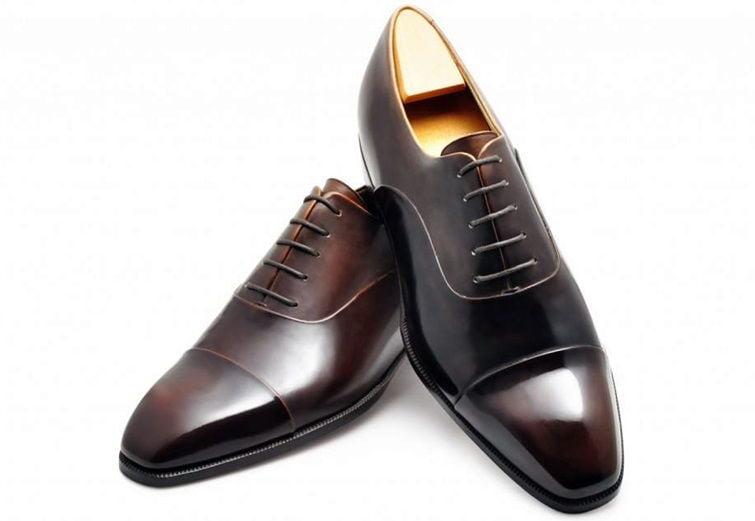Cap toe oxford shoes