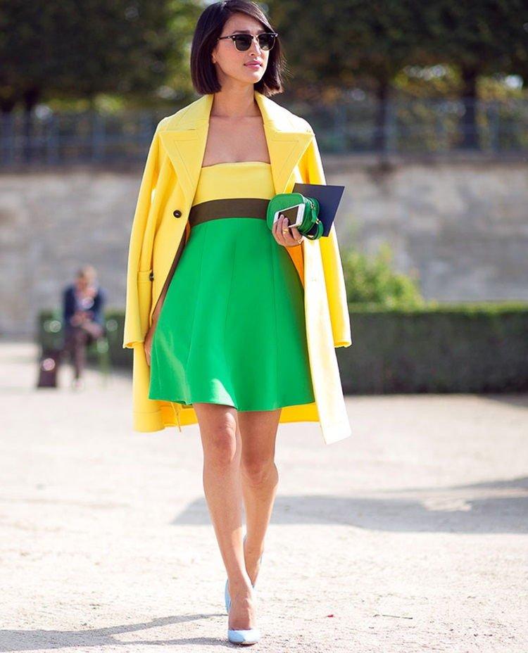 Женщина в зеленой юбке
