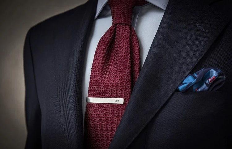 Зажим для галстука в деловом стиле