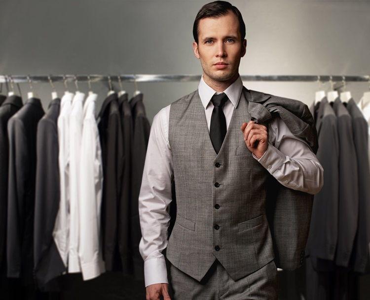 Жилет и рубашка в деловом образе мужчин - фото