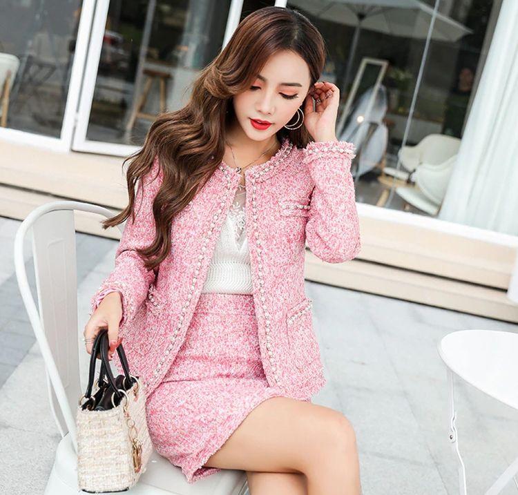 Розовый костюм из твида женский