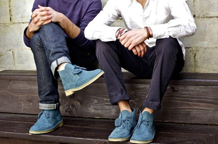 Ботинки чукка в мужском образе - фото