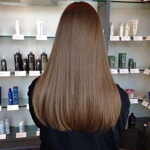 Длинные прямые волосы вокруг лица