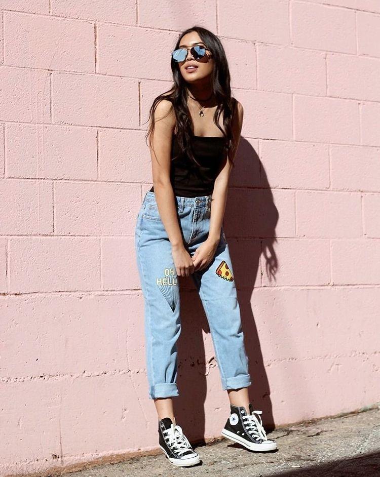 Стильные образы с джинсами мом