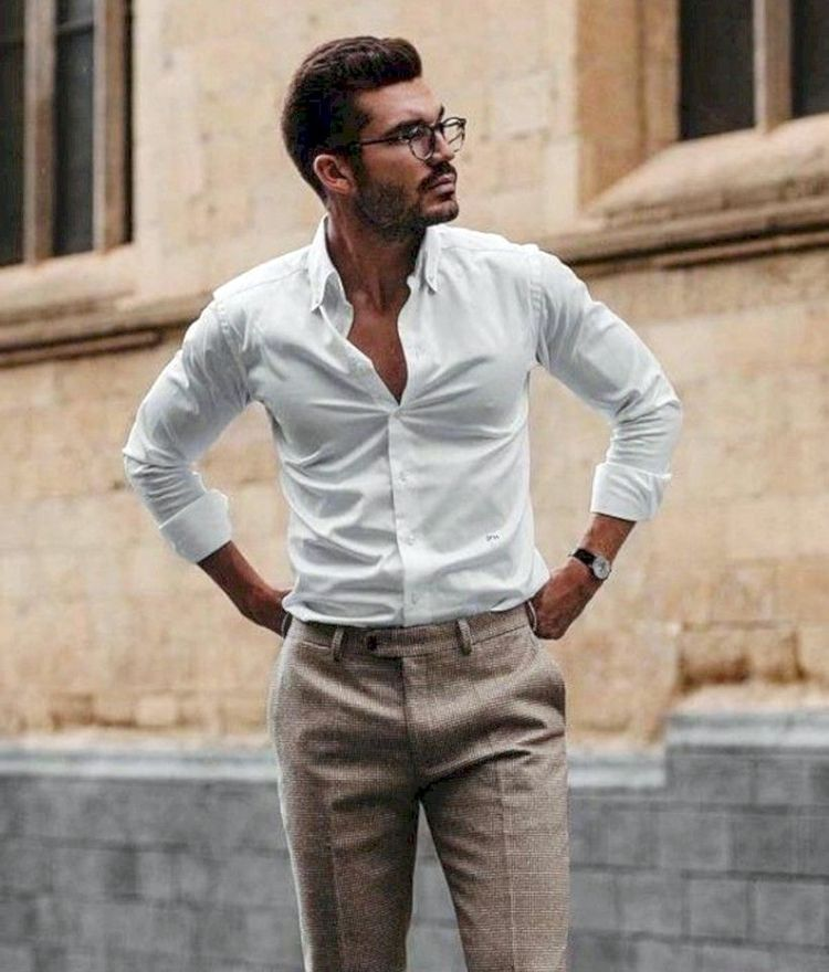 Мужчина в рубашке Regular Fit