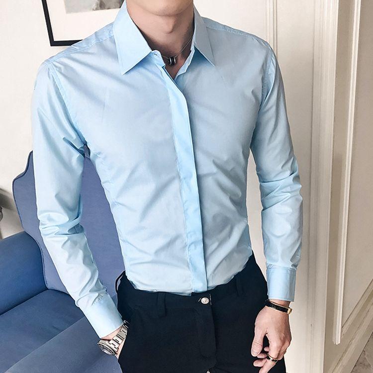 Мужчина в рубашке Slim Fit
