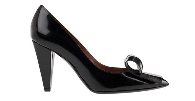 Клиновидный каблук женской обуви