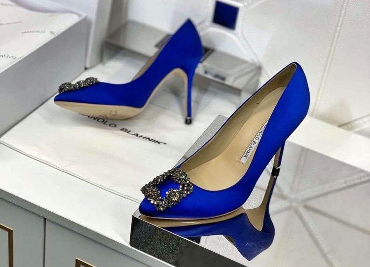 Сапфировые туфли-лодочки от Маноло Бланик