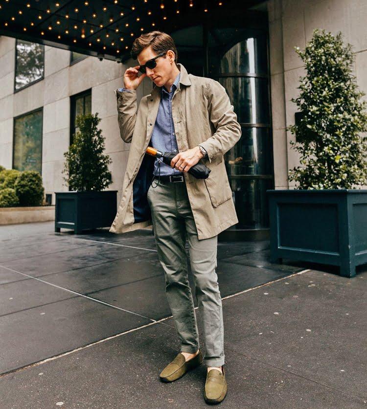 Мужчин в брюках чинос - фото