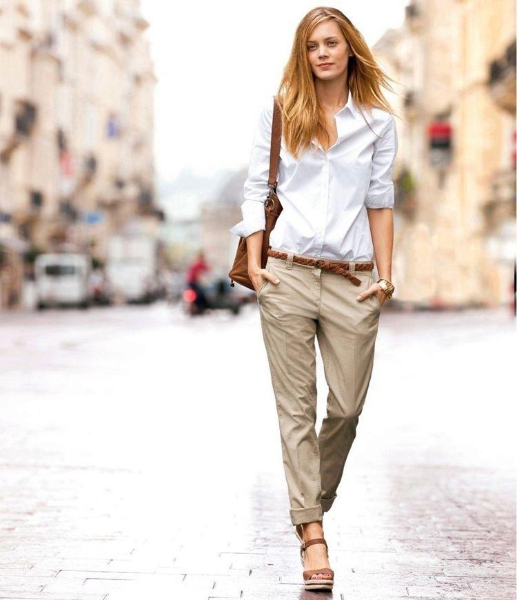 Женщина в брюках чиносах - образ на лето